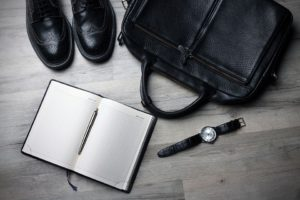 Relógiso com pulseira de couro 300x200 - Relógio Masculino Barato: Será que vale a pena?